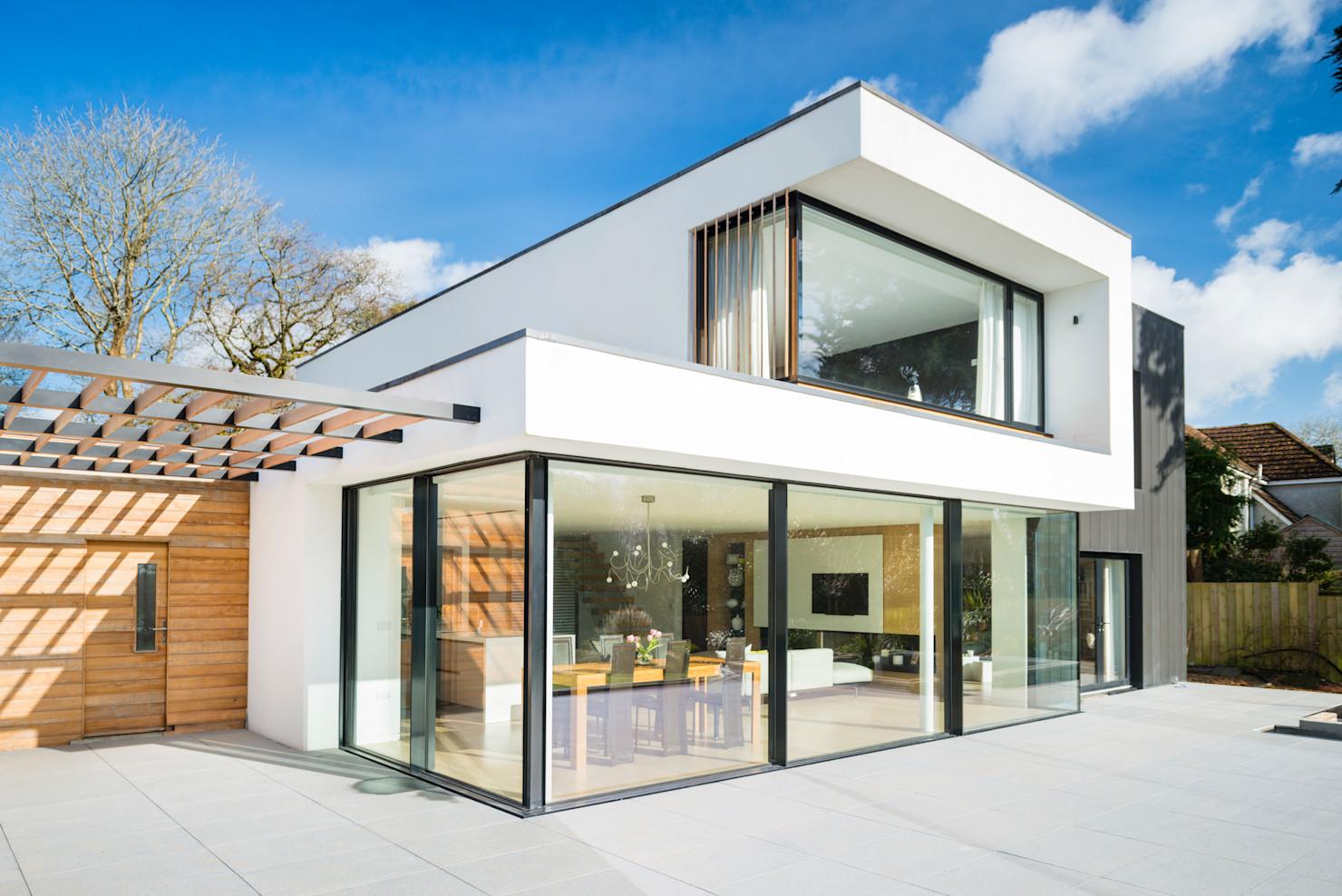 xây tường nhà bằng kính cường lực