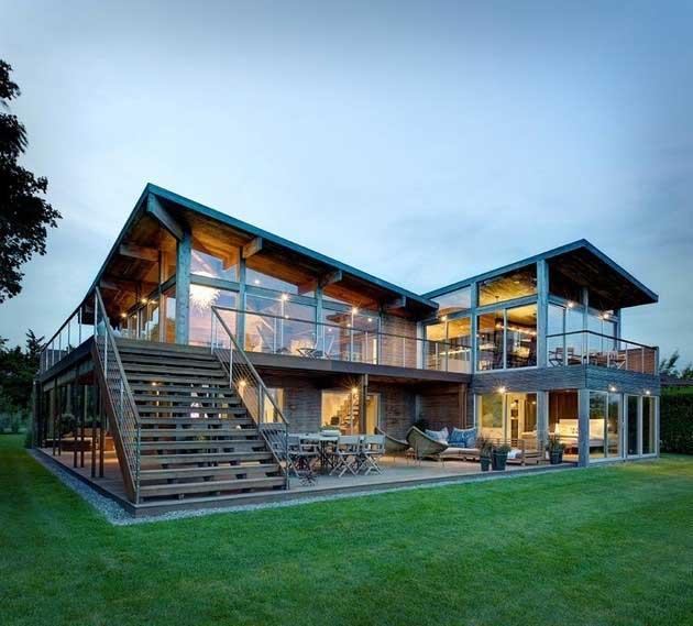 Những ưu điểm vượt trội khi xây dựng nhà bằng kính cường lực
