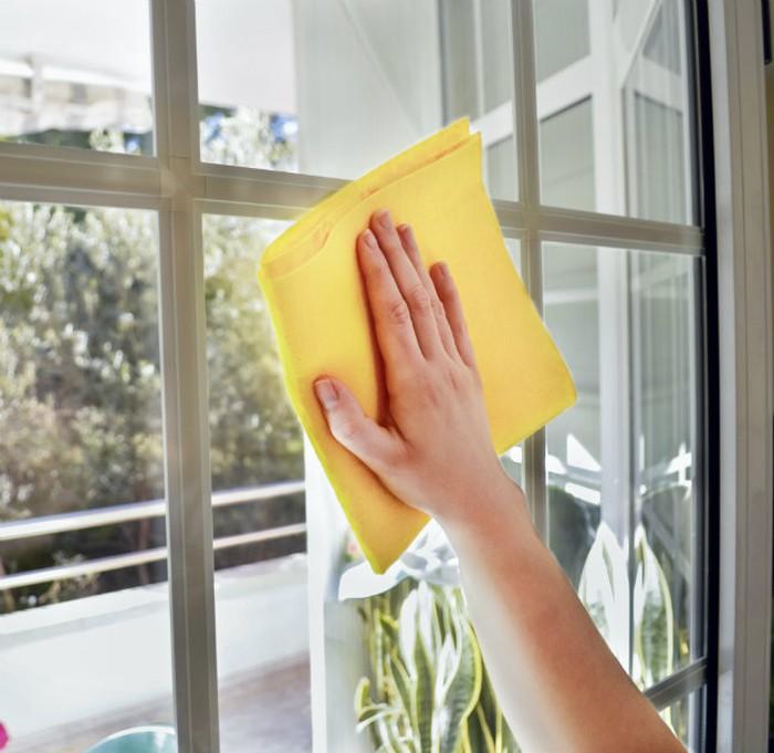 Những sai lầm khi lau chùi cửa kính