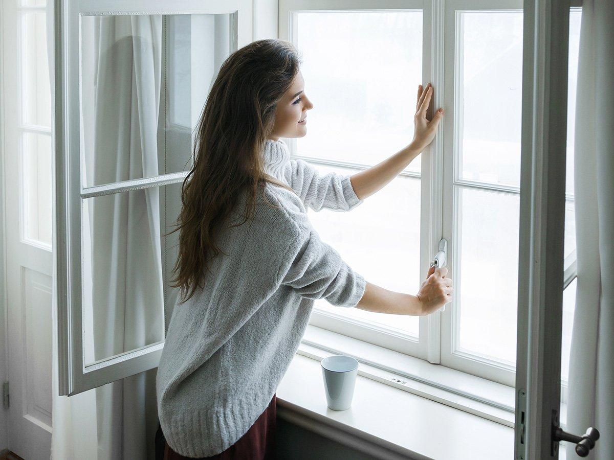 giải pháp chống nóng cho mùa hè hiệu quả đóng cửa vào ban ngày