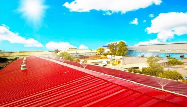 Lắp hệ thống phun nước cho mái nhà tôn lợp mái