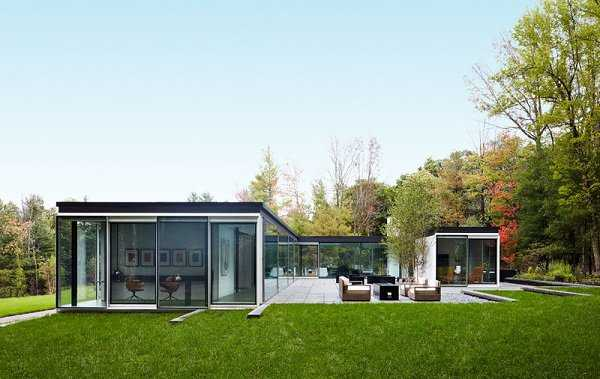 Những mẫu nhà cửa kính đẹp kết hợp vách nhôm kính hiện đại