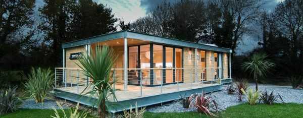Những mẫu nhà cửa kính đẹp với khung tường kính đơn giản, hiện đại