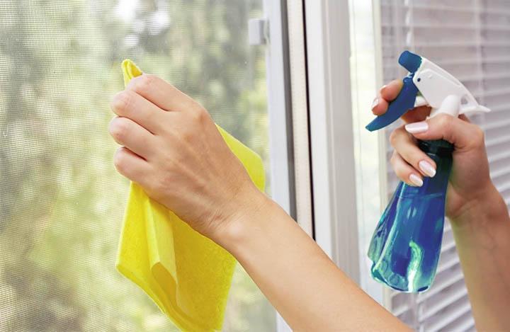 cách lau sạch cửa nhôm kính